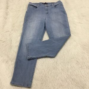 Gloria Vanderbilt Amanda blue stretchy denim jeans